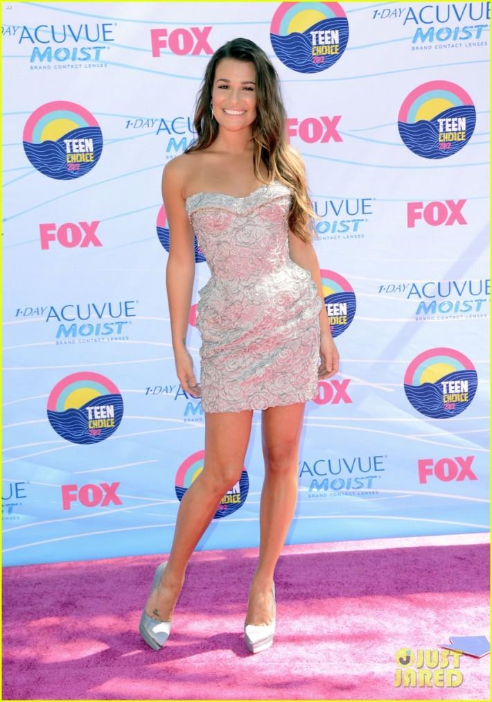 Aux Teen Choice Awards en 2012, dans une mini-robe bustier Versace.