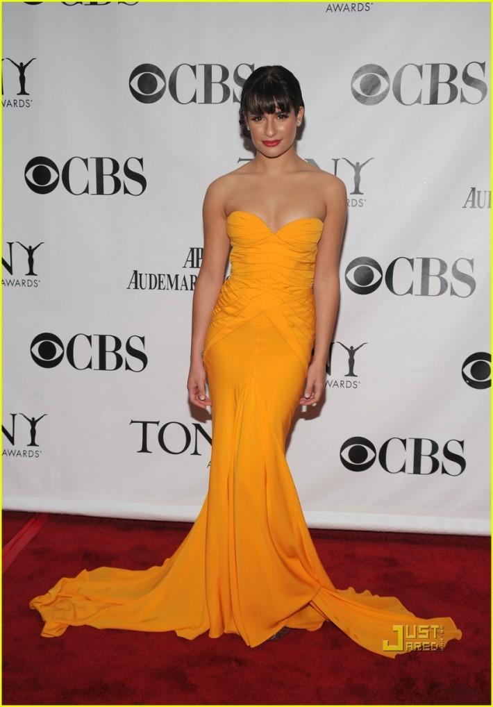 Dans une robe éclatante signée Zac Posen, aux Tony Awards en 2010.