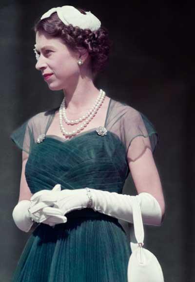 Queen-Elizabeth-II-1954-.glamourdaze.com_