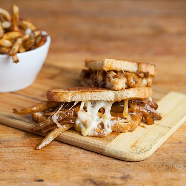 poutine_grilled_cheese