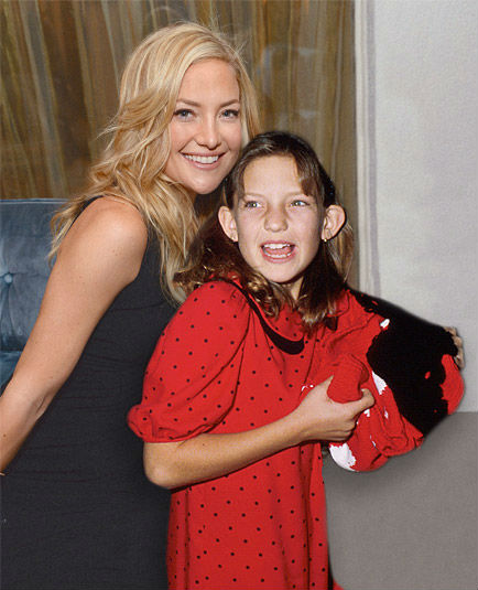 celebs-posing-with-younger-versions-of-themselves-kate-hudson